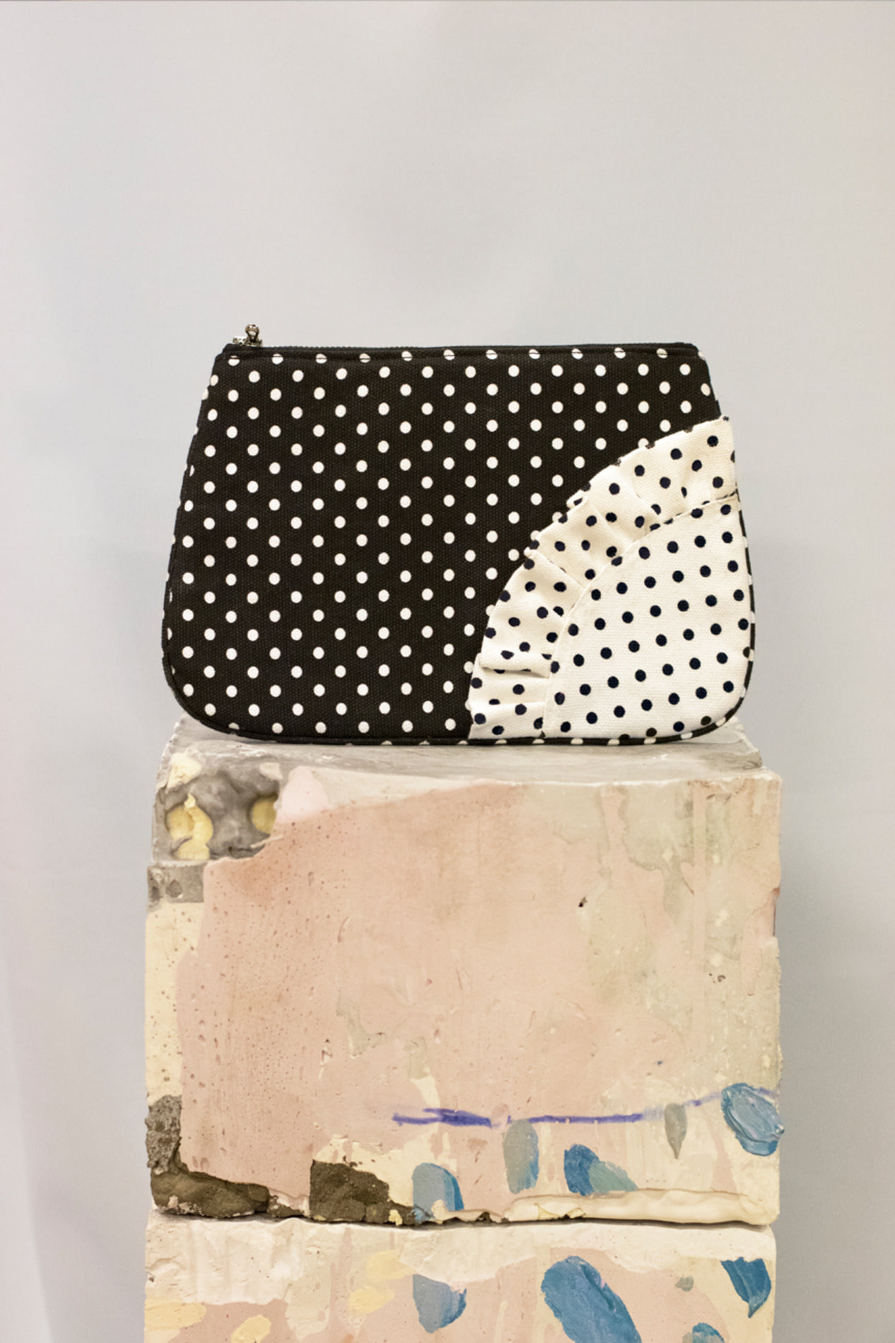 Dot pouch bag (black)