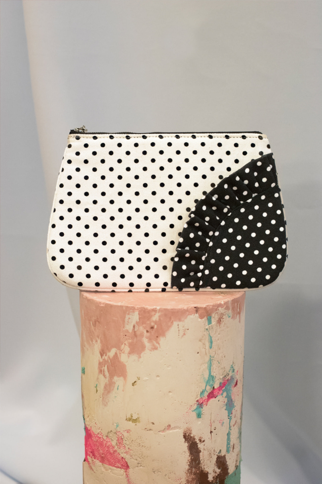 Dot pouch bag (white)
